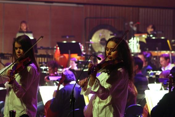 Två violinister.