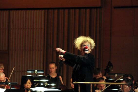 Ester har hittat orkestern.