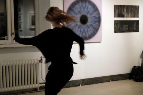 Dans tolkade fotografi på Galleri Kronan