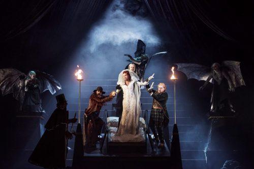 Viktoriansk och läcker skräck i Dracula (recension)