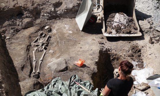 Retrostart med arkeologiskt klostergräv