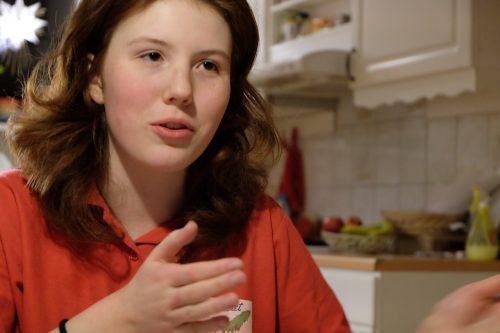 Evelina Karlsson gör riddarlajv för barn