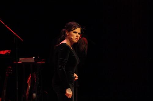 Mia Skäringer blottar både kropp och själ (recension)