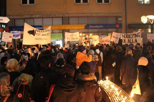 Ljusmanifestation mot skärpta lagen