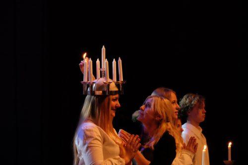 Luciakröning för ljus och gemenskap