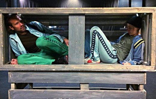 Teater Sörmlands farliga flykt till Sverige (recension)