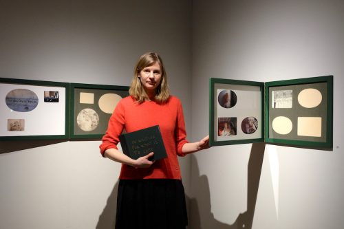 Helga Härenstam öppnar Farmors album